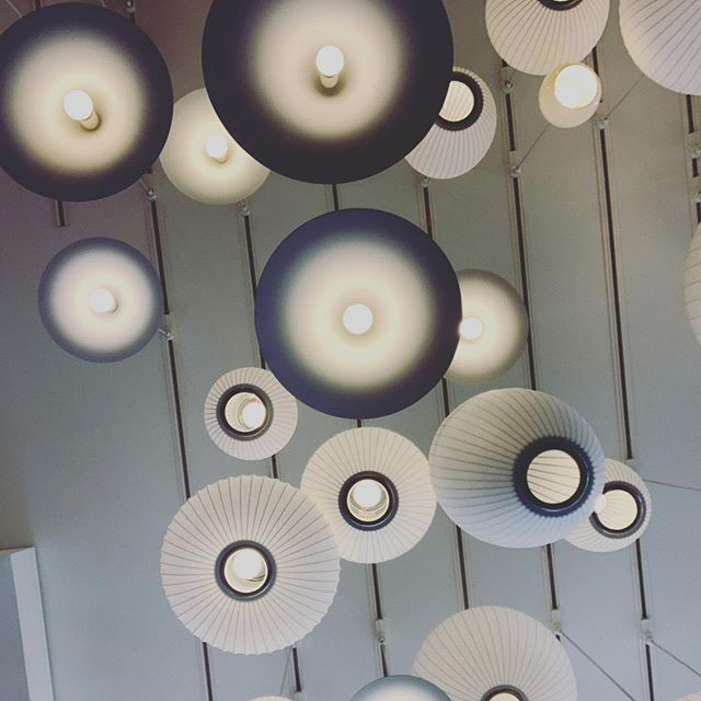 🔘⚪️ #design #lamps #designwithinreach #lighting #scottsdale #arizona #kierland #lightinginspiration #ceiling #ceilingdesign #light #saturday #designinspiration