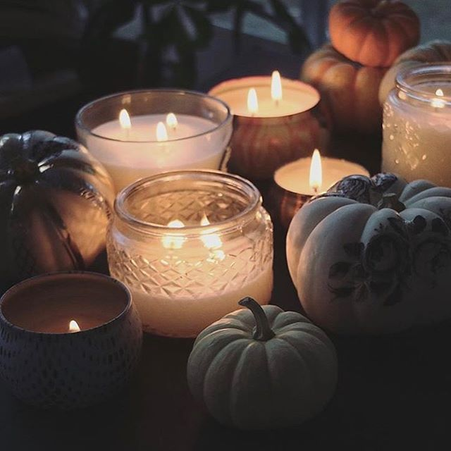 Happy Thanksgiving & New Moon Blessings ✨💜✨ I warmly welcome you to join me free online tonight @ 8PM PST for The Secret Garden Society New Moon Temple. 🌖🌑🌔 We join hands in a virtual circle to empower one another in our intentions to clear, heal and awaken to more miracles for ourselves, our loved ones and the collective. 🌹⭕️ Register @ link in bio & www.secretgardensociety.com/moon-temple-2018.🔥 Create a sacred space this evening by lighting a candle, smudging, having aromatherapy or anyway you like.🙏🏻💞 When you register you will receive the Zoom link to join.🌹 We will be doing powerful energy, embodiment and meditation processes that will leave you feeling deeply relaxed, authentic and recharged. ✨✨✨ See you tonight!  Love Desirée