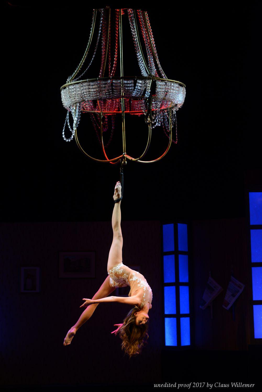Aerial Chandelier Show - Luftakrobatik am Kronleucther Luftartistin Air Candy