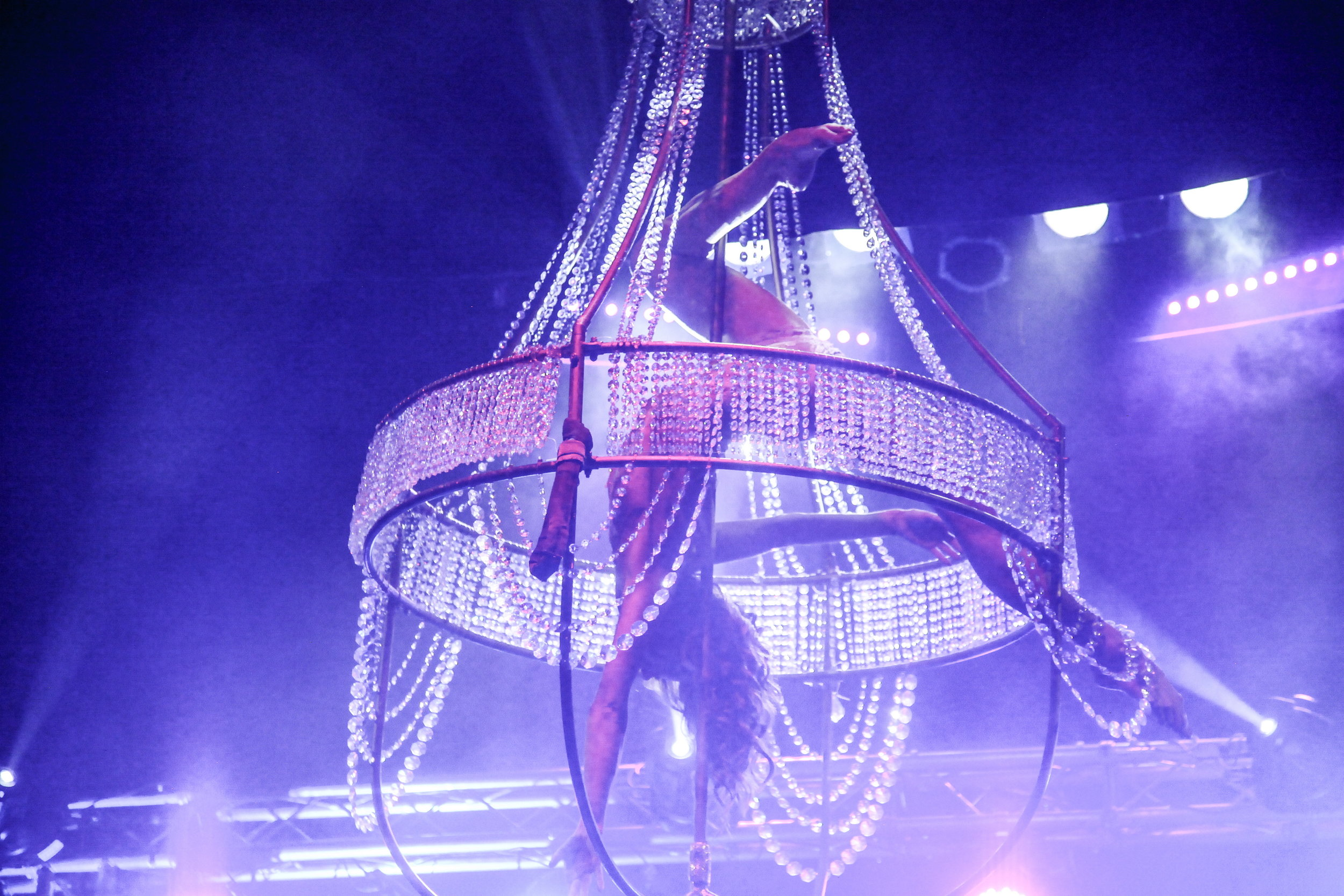 Kronleuchter Luftakrobatik Supertalent - Air Candy Aerial Chandelier
