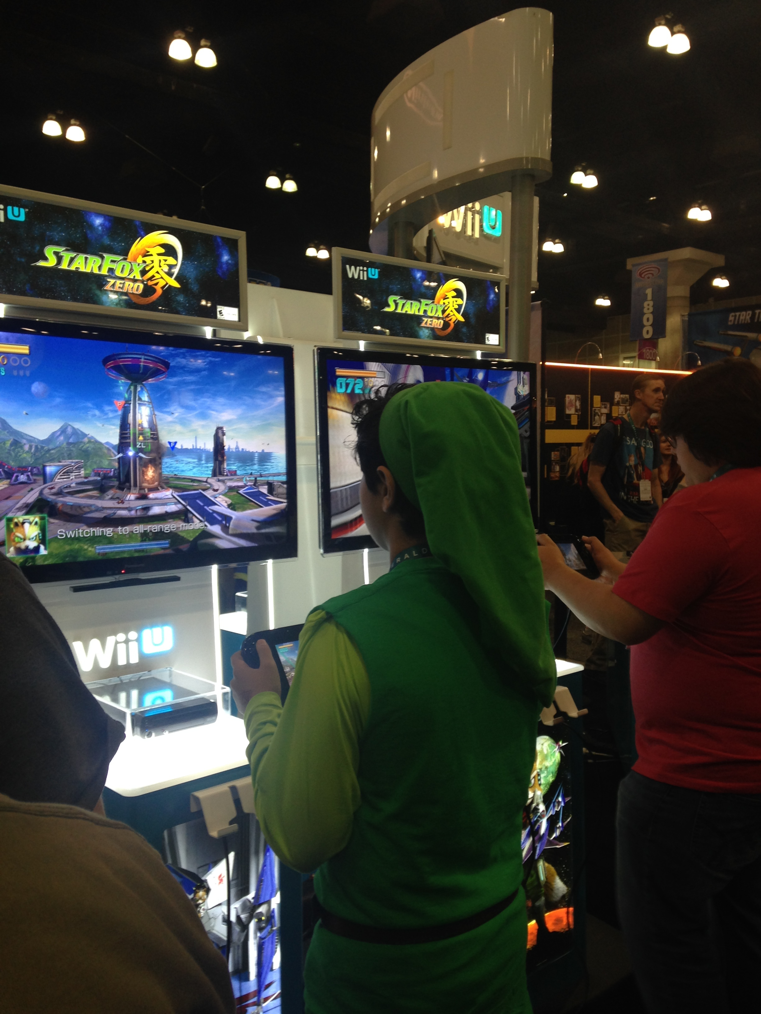 Link is playing video games at Wondercon 2016