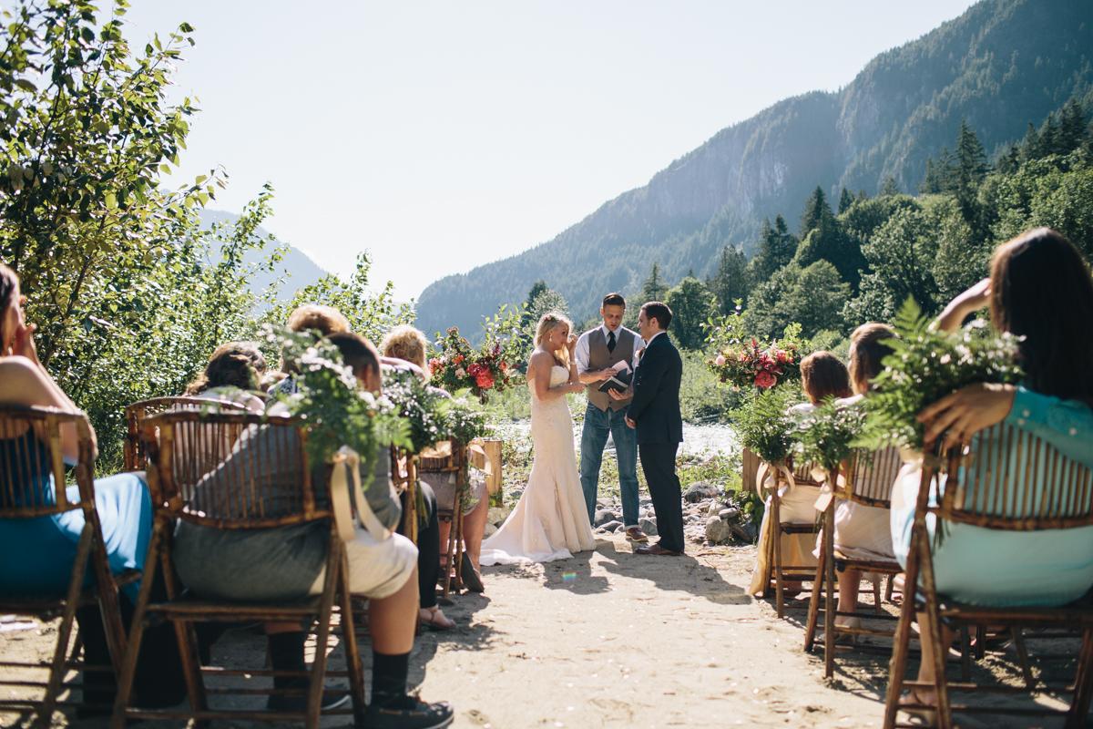 Wedding Venues Seattle.Intimate Mountain Wedding In Seattle Amanda Matt Jess