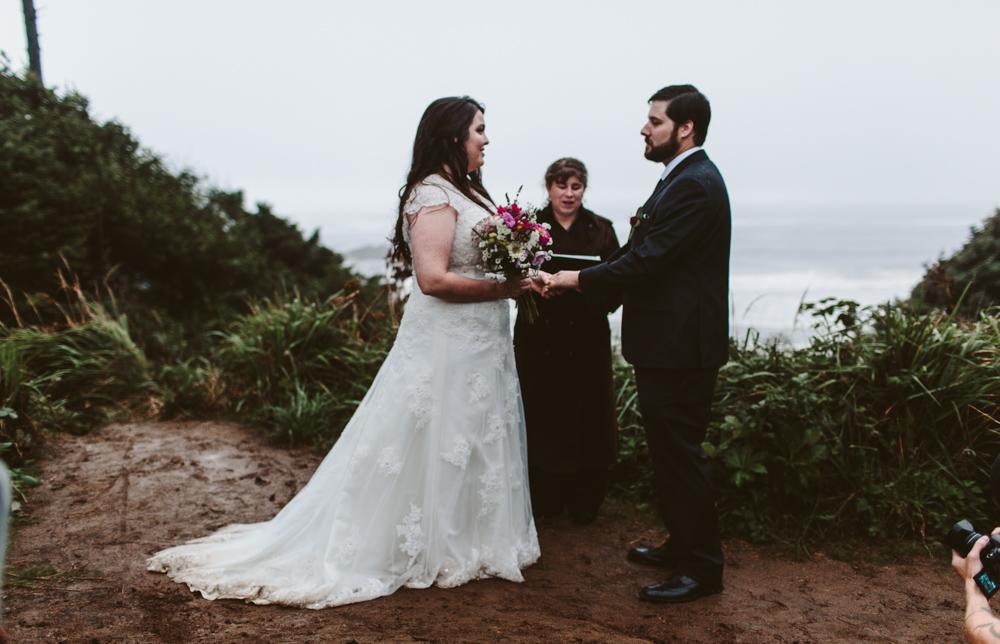 jess-hunter-photographer-cannon-beach-oregon-elopement-8754.jpg