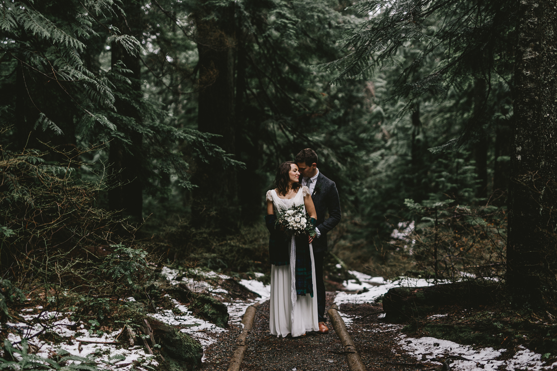 Intimate forest elopement in Seattle, photography by Jess Hunter, pacific northwest wedding, Snoqualmie Pass waterfall elopement, bohemian wedding in Portland, artistic wedding photography