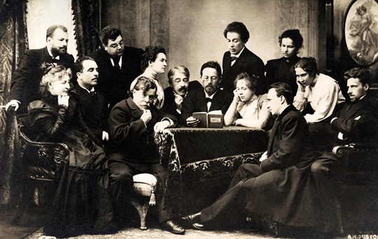 Chekhov (centre) reads to the Moscow Art Theatre troupe, 1900. © Popperfoto / Getty Images