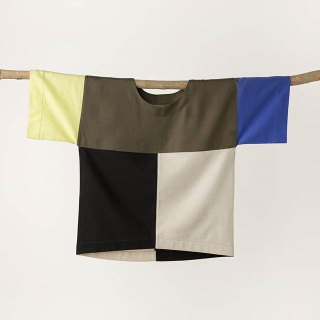 ÚLTIMA SEMANA - Como anunciamos aqui em breve estamos de mudança, e essa é a última semana para comprar nossas peças na loja online e ter o envio realizado daqui mesmo, ou seja, com um frete reduzido ;) Então aproveita! Visita o site, nossa aba SALE, e aproveita também para conferir nossa - recém lançada - coleção cápsula de roupas!     www.cruadesign.com (link clicável na bio)  Foto_ @patikeda