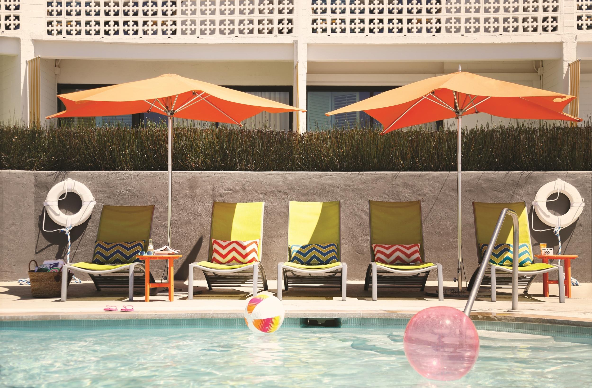 Dream Inn poolside