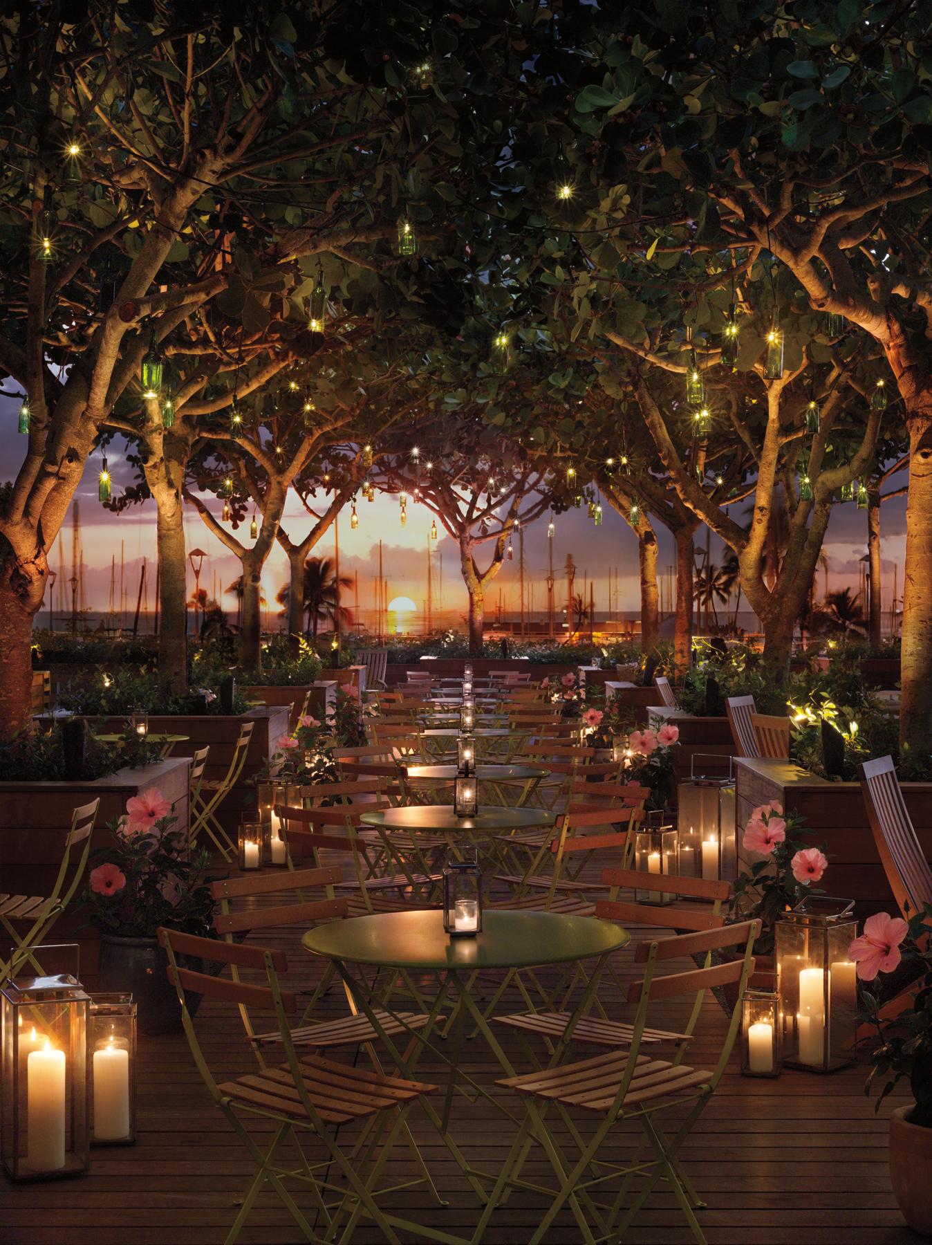 USA-Hawaii-Oahu-The Modern-Pool Bar.jpg