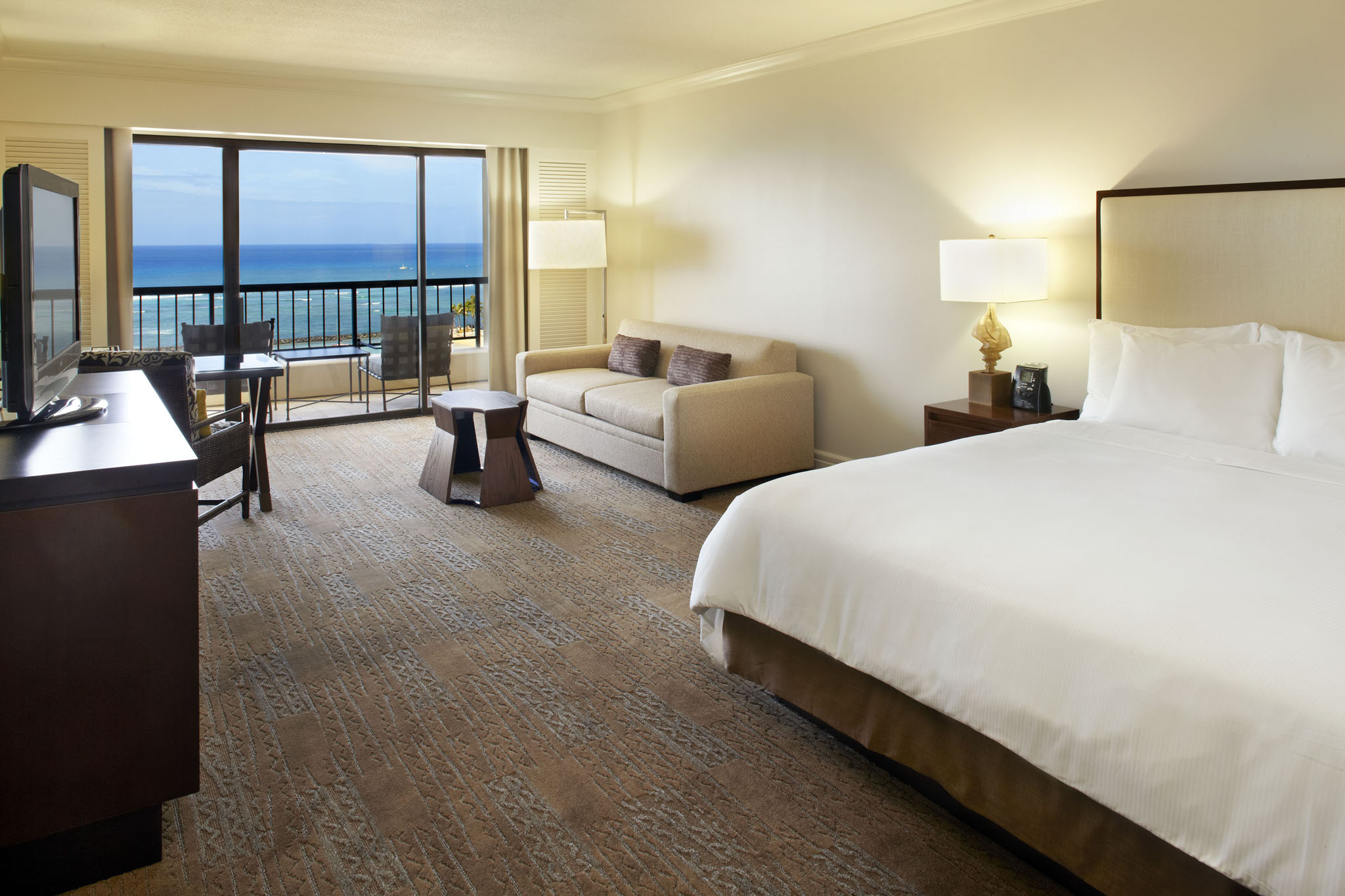 USA-Hawaii-Oahu-Hilton Hawaiian Village-Alii Tower Guestroom.jpg