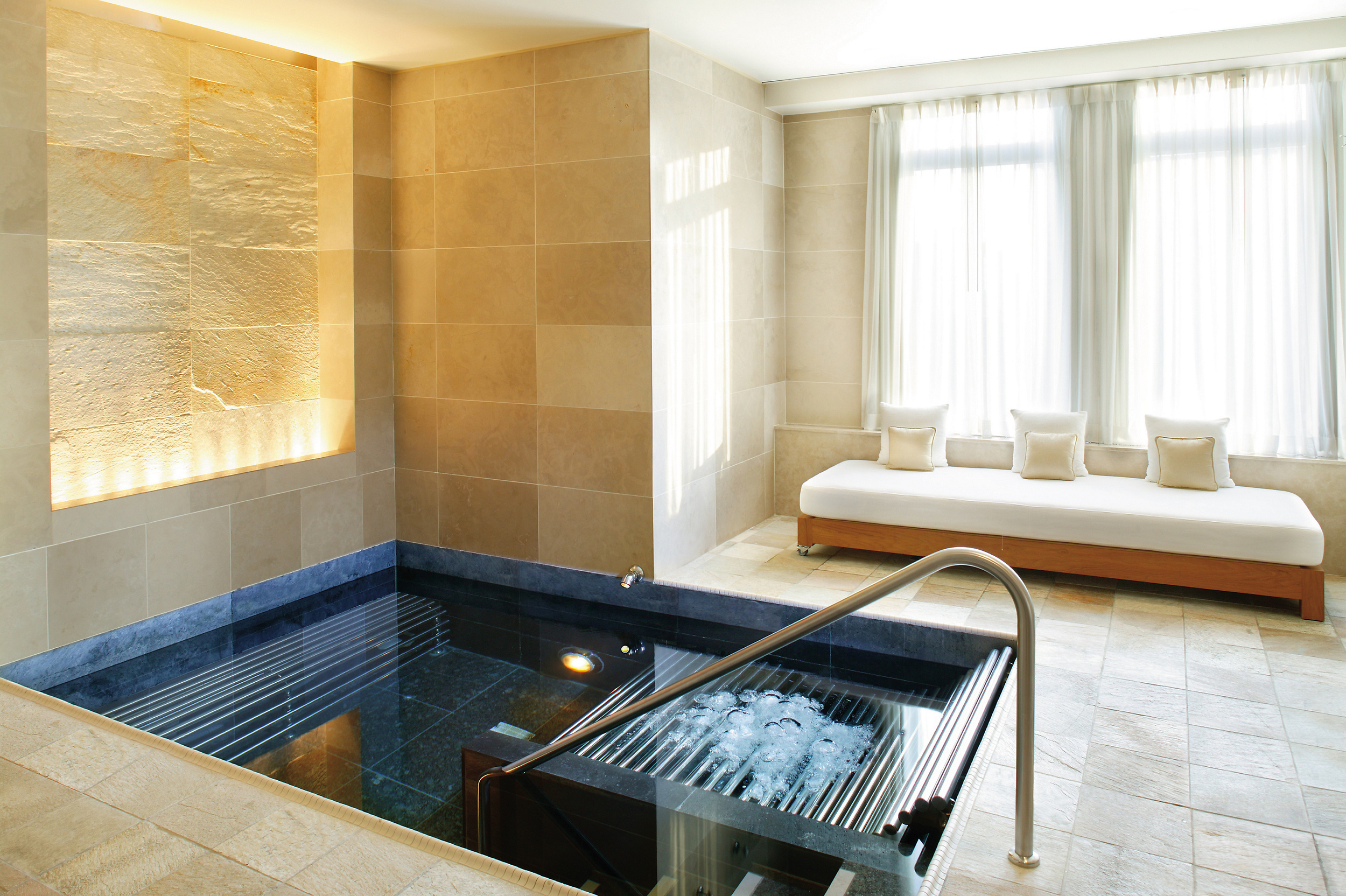 new-york-luxury-spa-vitality-pool.jpg