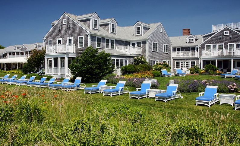white-elephant-massachusetts-chaise-lounges-line-the-harborside-lawn.jpg