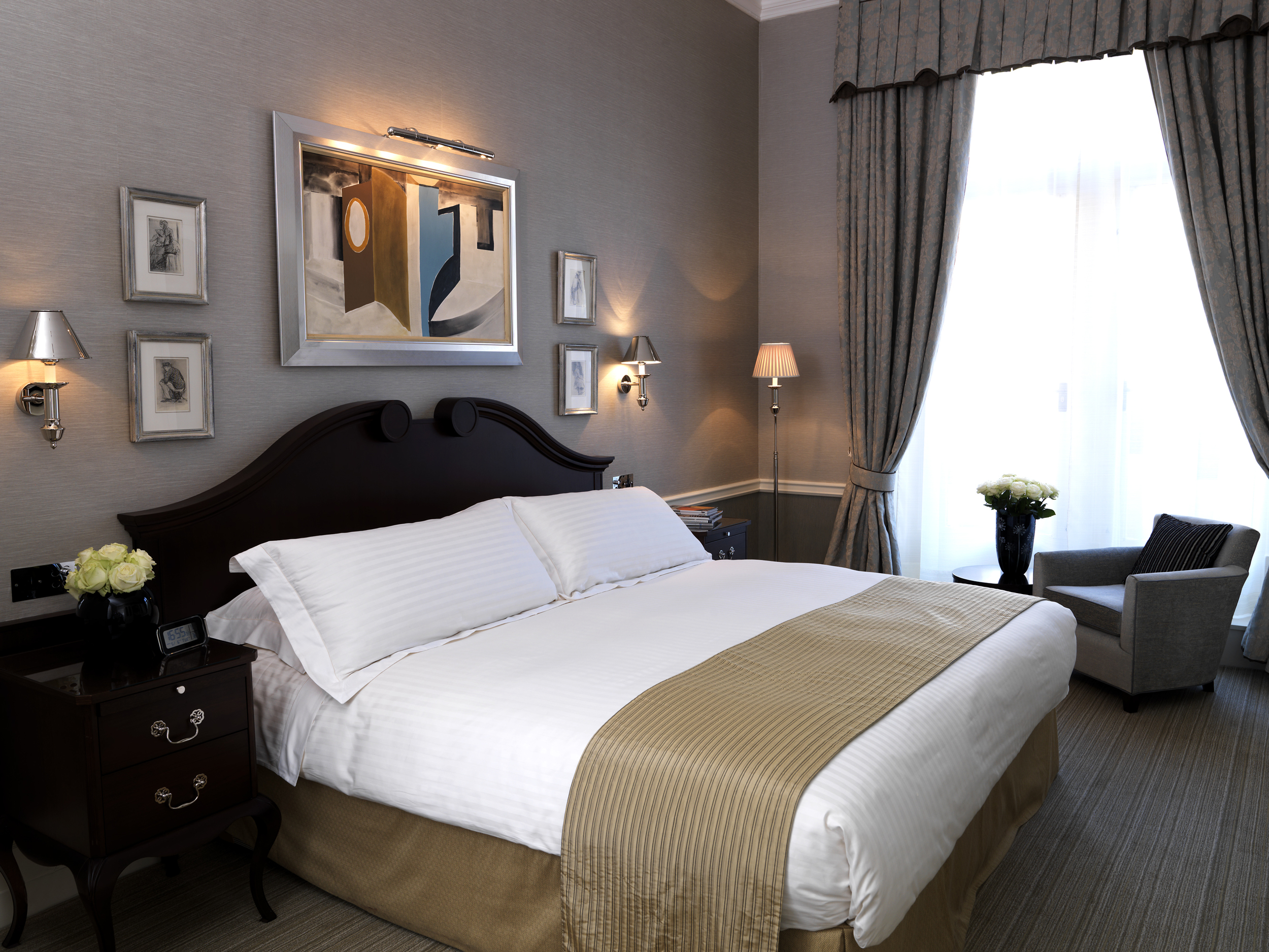 Connaught Carlos Suite bed 102 11_1.jpg