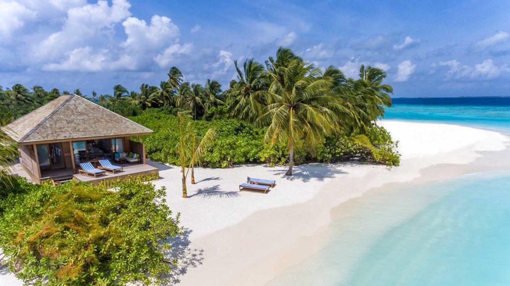 Hurawalhi_Sunrise_Beach_Villa_Beach-1030x579.jpg