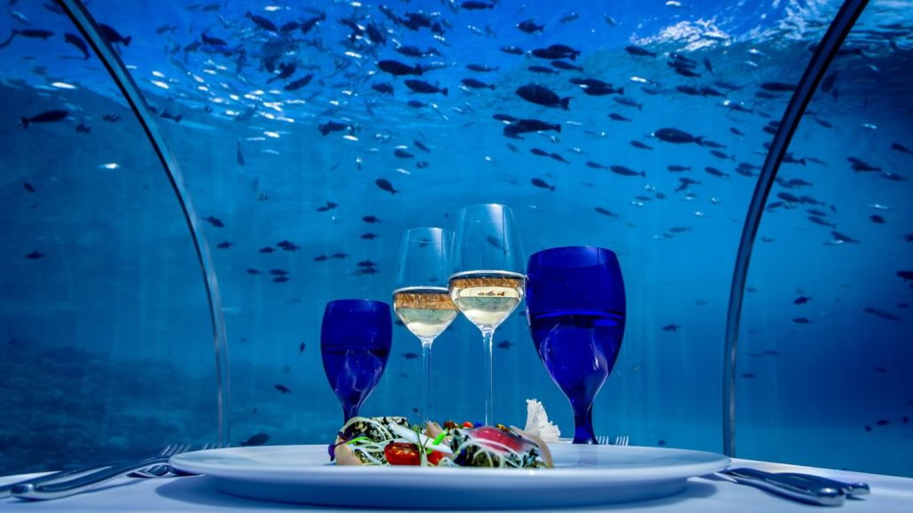 hurawalhi-undersea.jpg