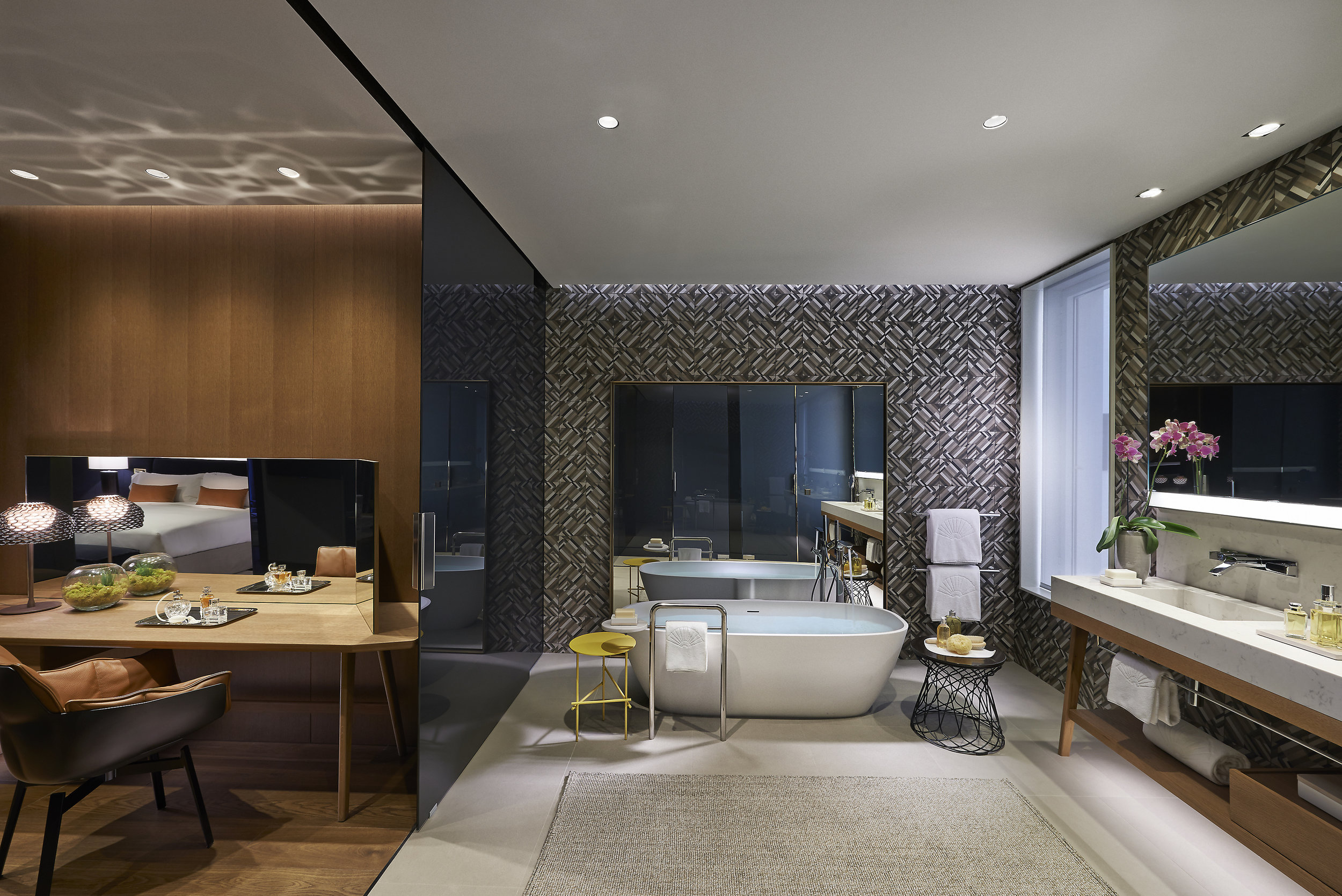 barcelona-2014-suite-premier-bathroom.jpg