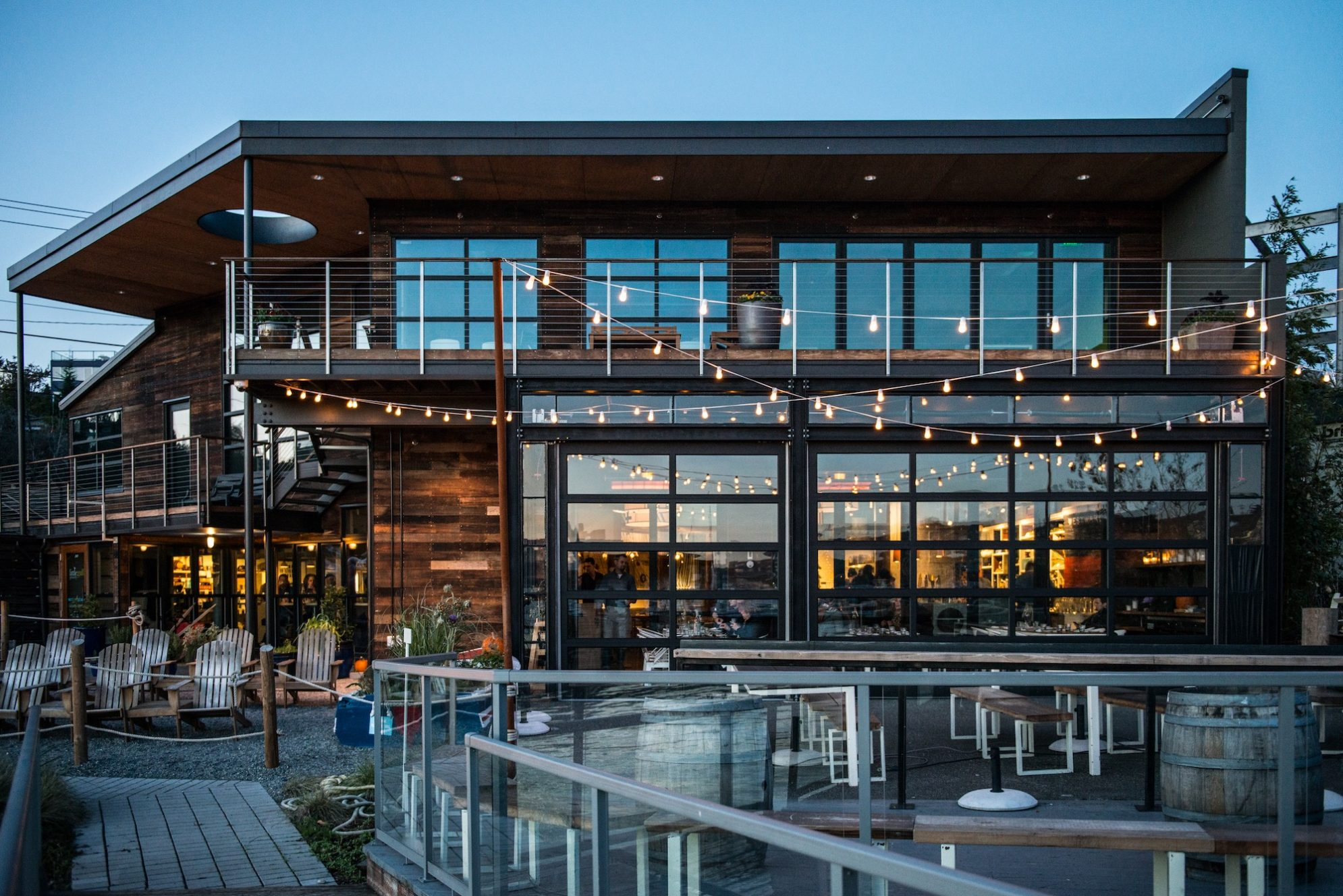 Westward bar and restaurant on the banks of Lake Union
