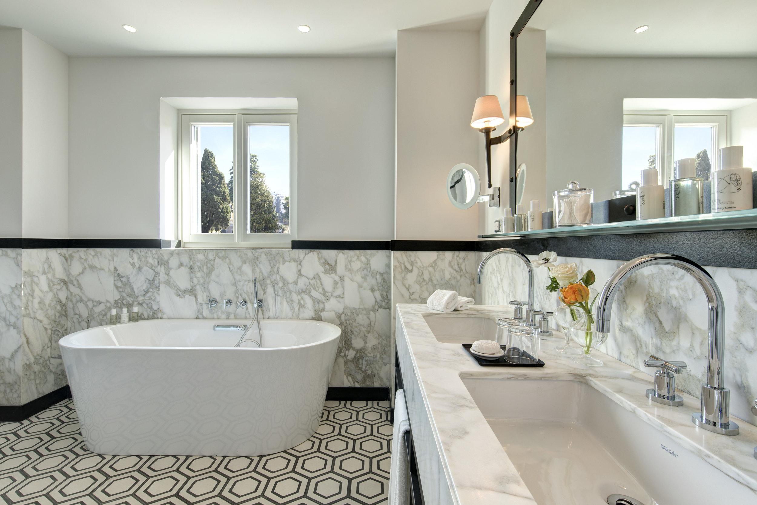 RFH Hotel de la Ville -  Junior Suite - Bathroom.JPG