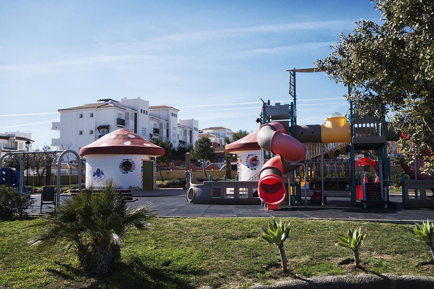 Lekplats utanför lägenheten