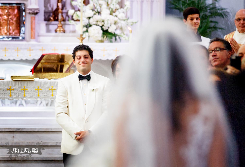 groom seeing bride walk down the isle