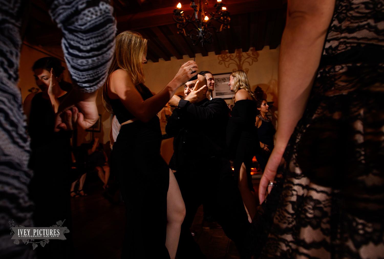 fun wedding dancing photos.jpg