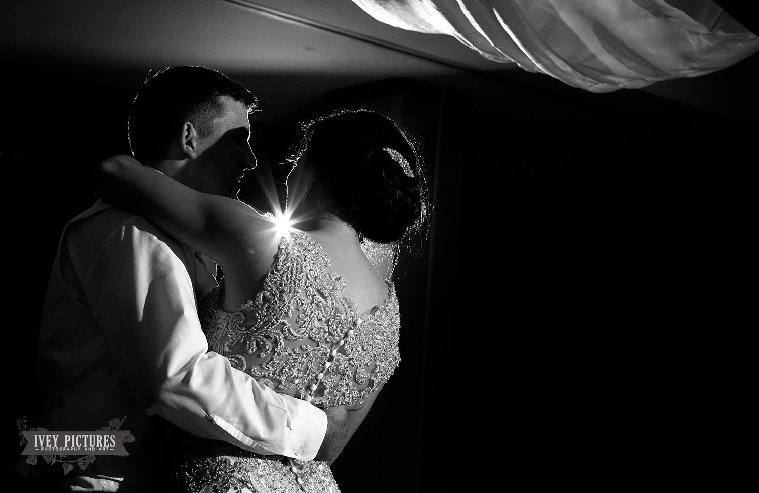 bride and groom dancing silhouette
