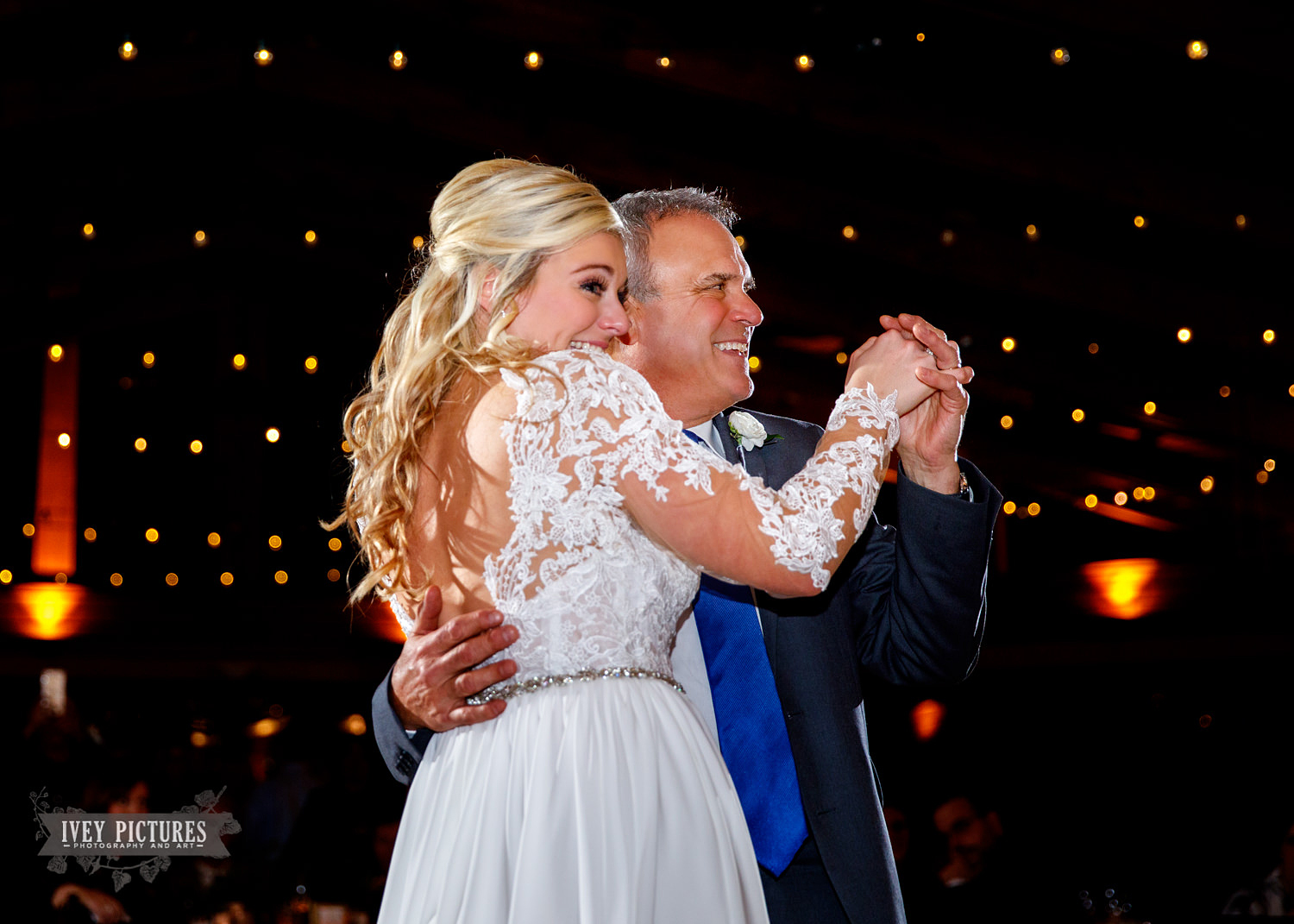 father daughter dance at wedding