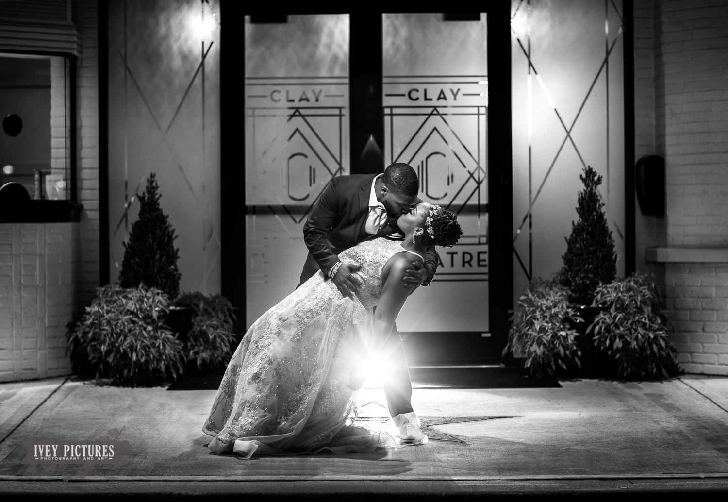 creative wedding photos in black and white