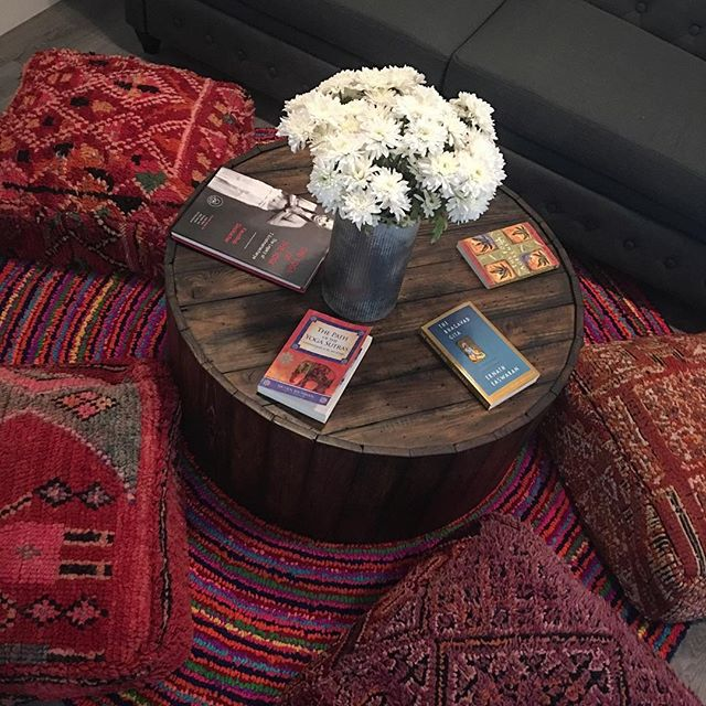 We love cozy nooks and lots of books! Come relax and indulge in some enlightening texts that nourish the soul.🤩📚💕🧘🏼♀️🤓