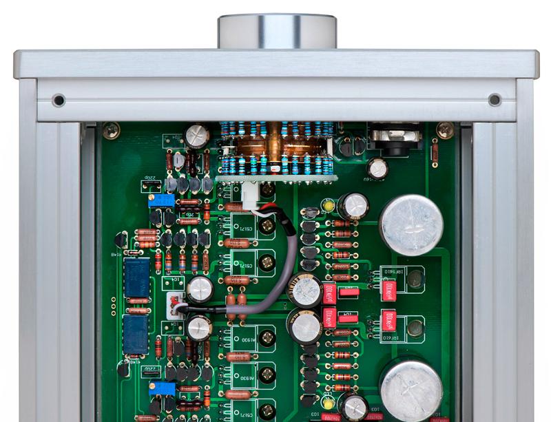 Inside the Burson Soloist reveals its extraordinary build & parts quality. © 2015 Wes Bender