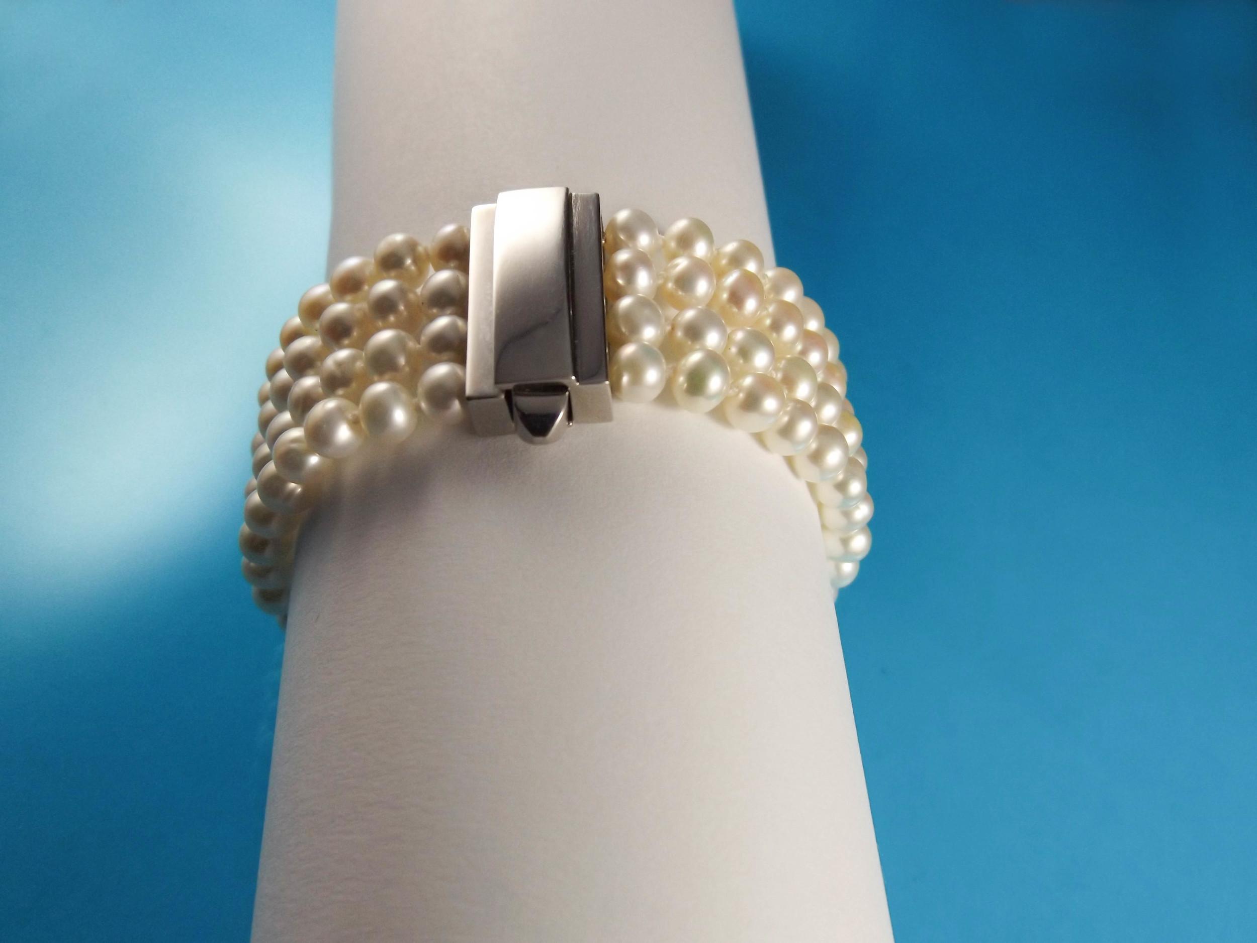 Pearl bracelet, silver, freshwater pearls.jpg