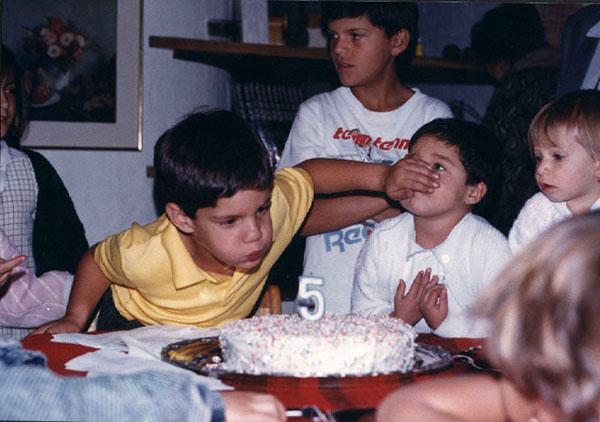 """Catalina Ramírez   """"Cumpleaños de mi hermano Mateo...ahogando a mi prima con tal de ser el único que sople la vela."""""""