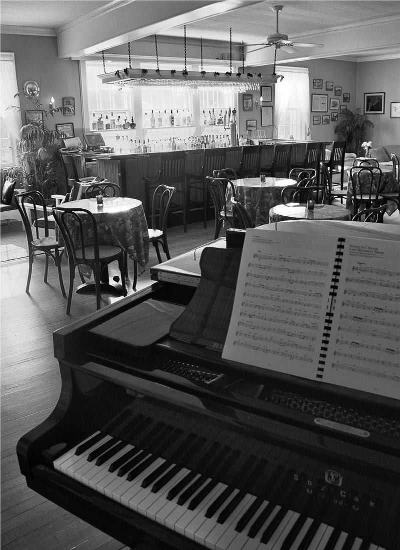 Hamptons_Shelter_Island_Rams_Head_Inn_Restaurant_34.jpg