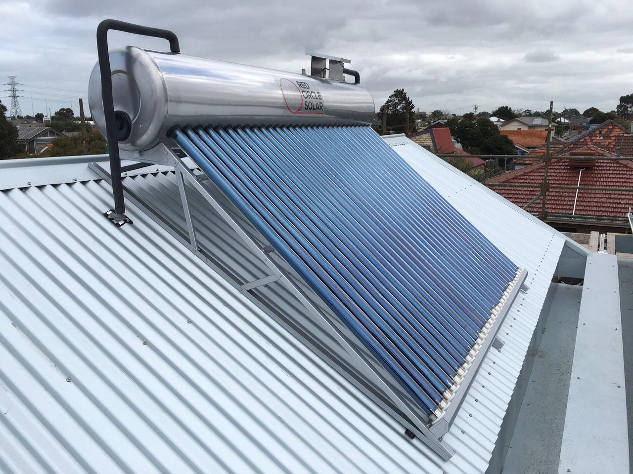 Close coupled red circle solar system installed in Melbourne. Low frame. 15 deg frame