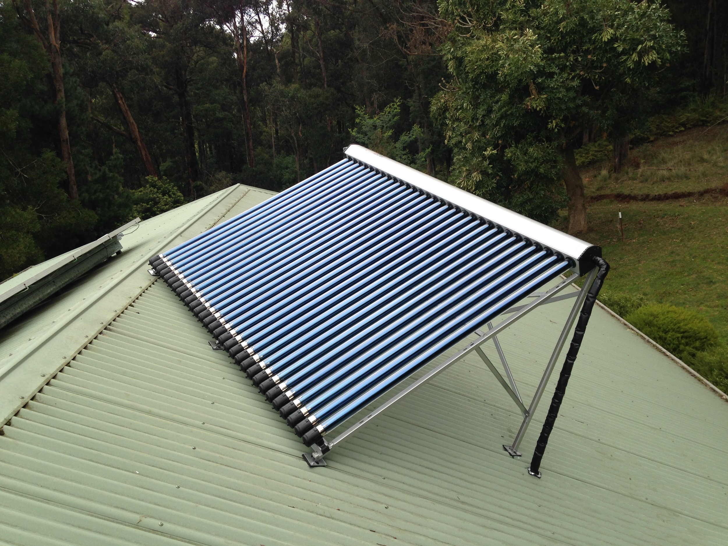 30 Evacuated tube manifold installed in Avonsleigh, Victoria. Heat pipes can be mounted on a side pitch frame as shown in the above picture.