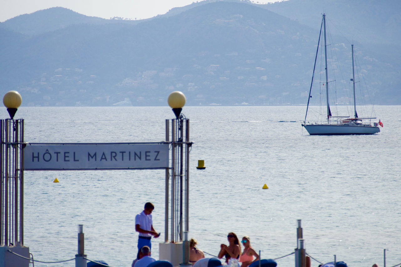 Peregrinus  at anchor in the Rade de Cannes in front of the Boulevard de la Croisette. 26 May 2016, Leica Typ 114.