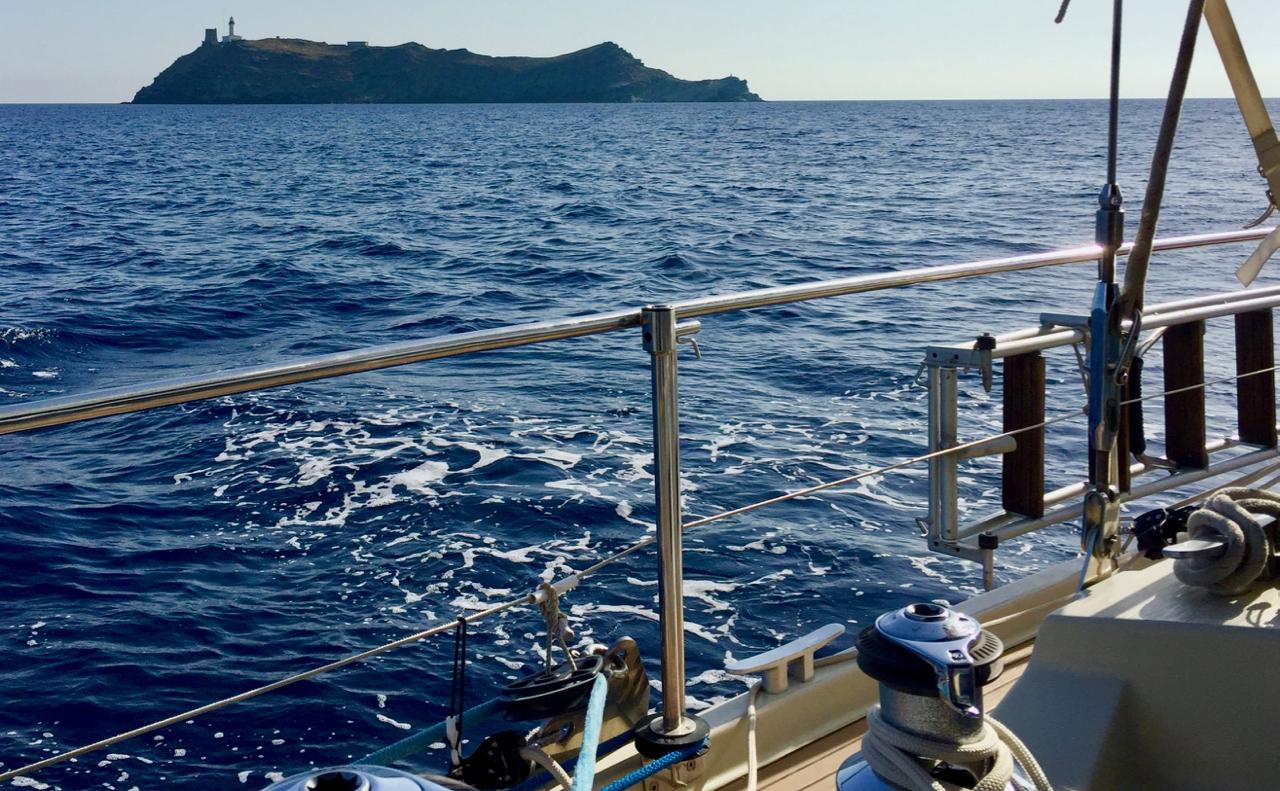 Leaving la Giraglia to starboard.jpg