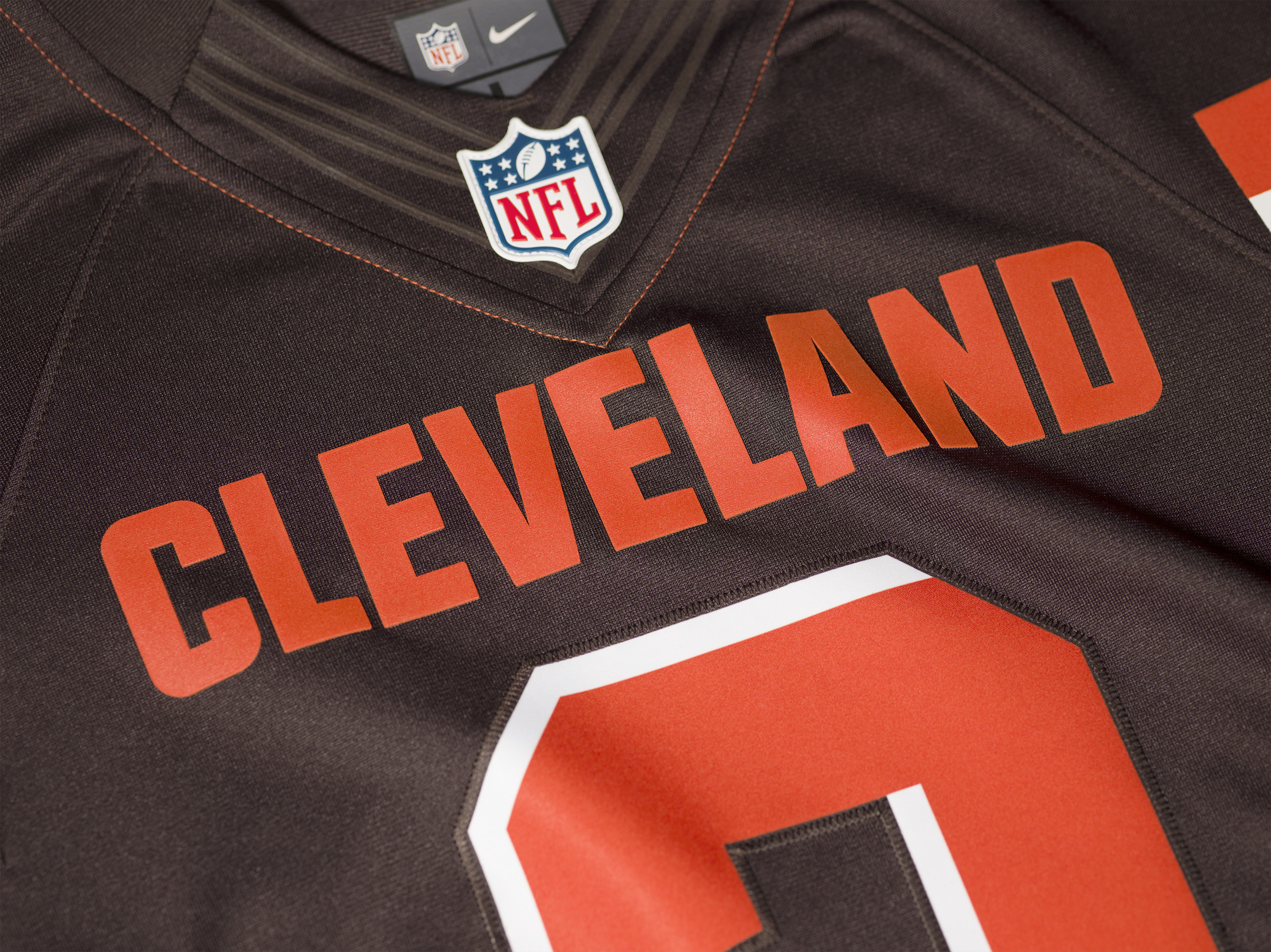 FA15_NFL_BROWNS_LTD_Detail_Style_Fit2_0125.jpg