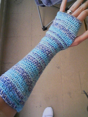 These Cold Blooded Fingerless Gloves by Selena Schattauer are simple and quick to crochet, and available as a free Ravelry download.