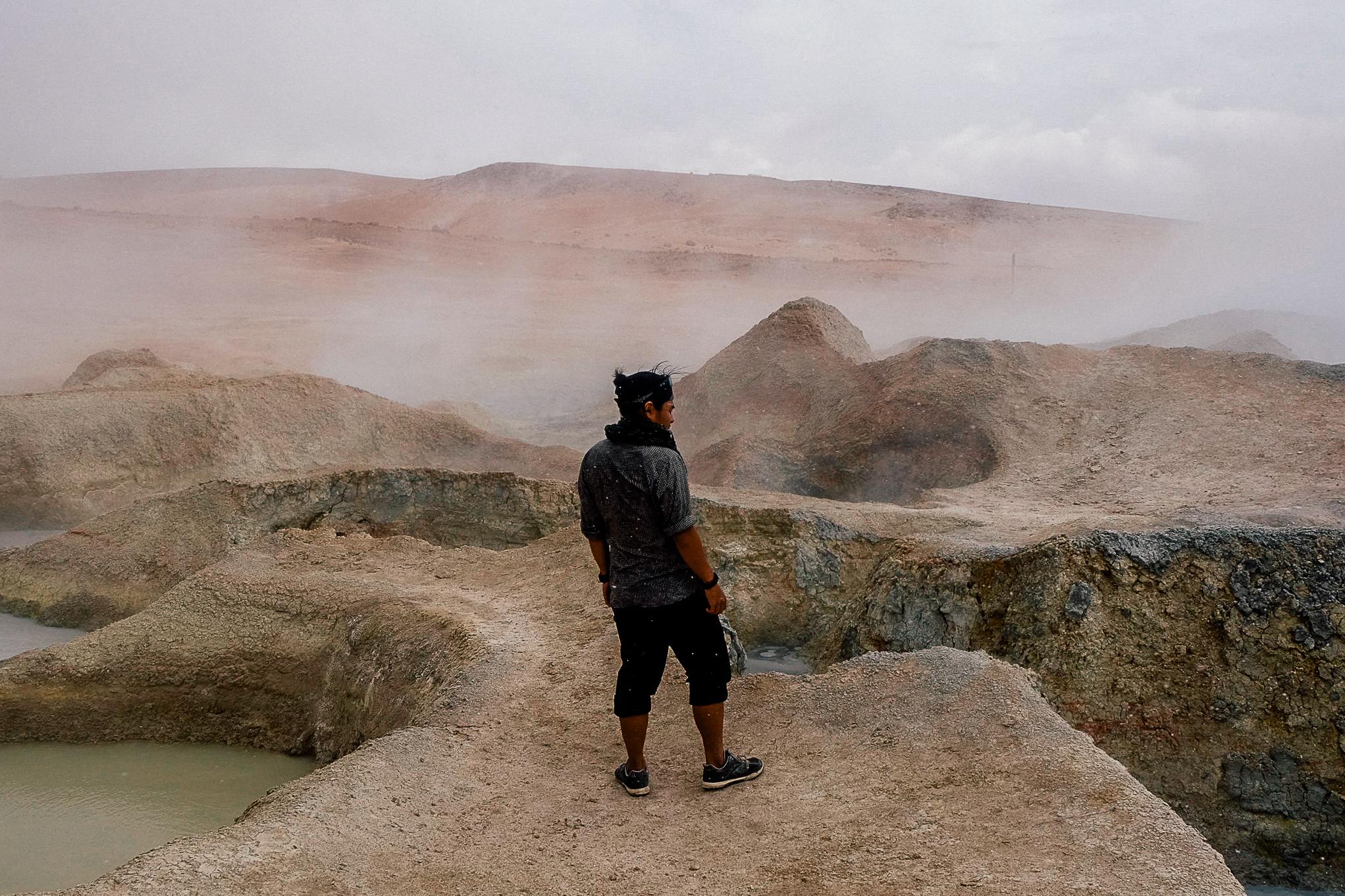 As we arrived at the geyser the weather changed and it started snowing suddenly. It was amazing because it was so unexpected, it was sunny and hot minutes before arriving at the geysers!