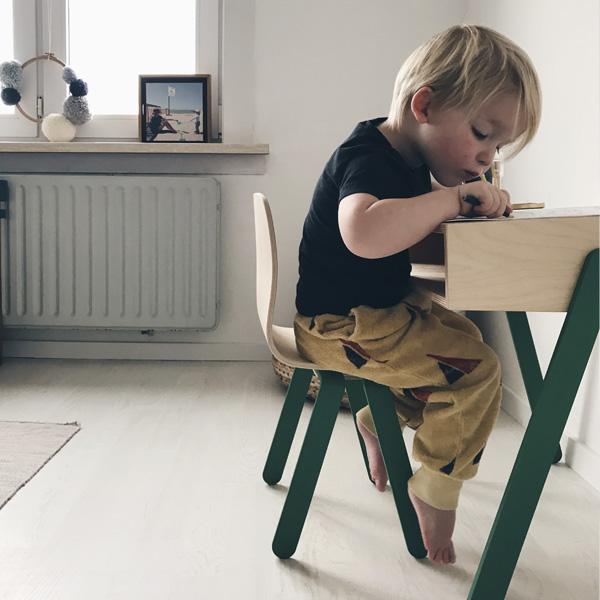 Kidsdesk&chair_inspirational_008.jpg