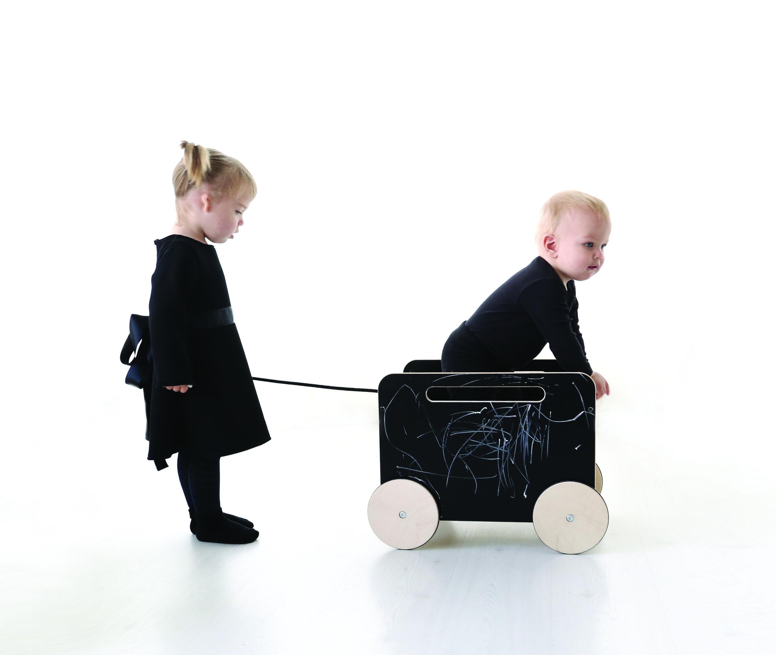 Toy chest on wheels 02.jpg