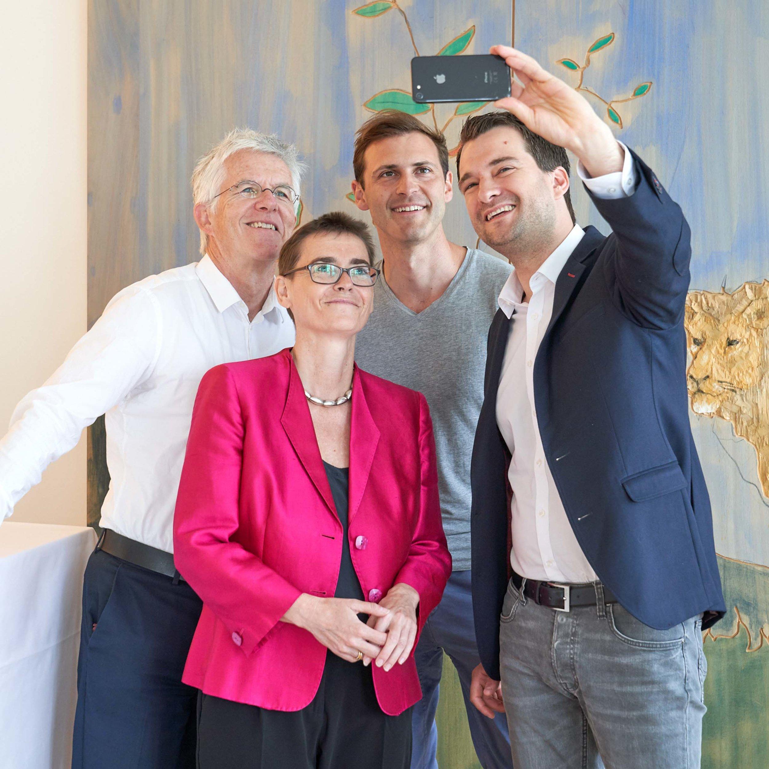 Reportage- und Eventfotografie  zu Veranstaltungen Professionelle Reportage- und Eventfotografie zu Dokumentationszwecken. Hier bei einer DDN-Veranstaltung im Generali-Versicherungsgebäude in Hamburg
