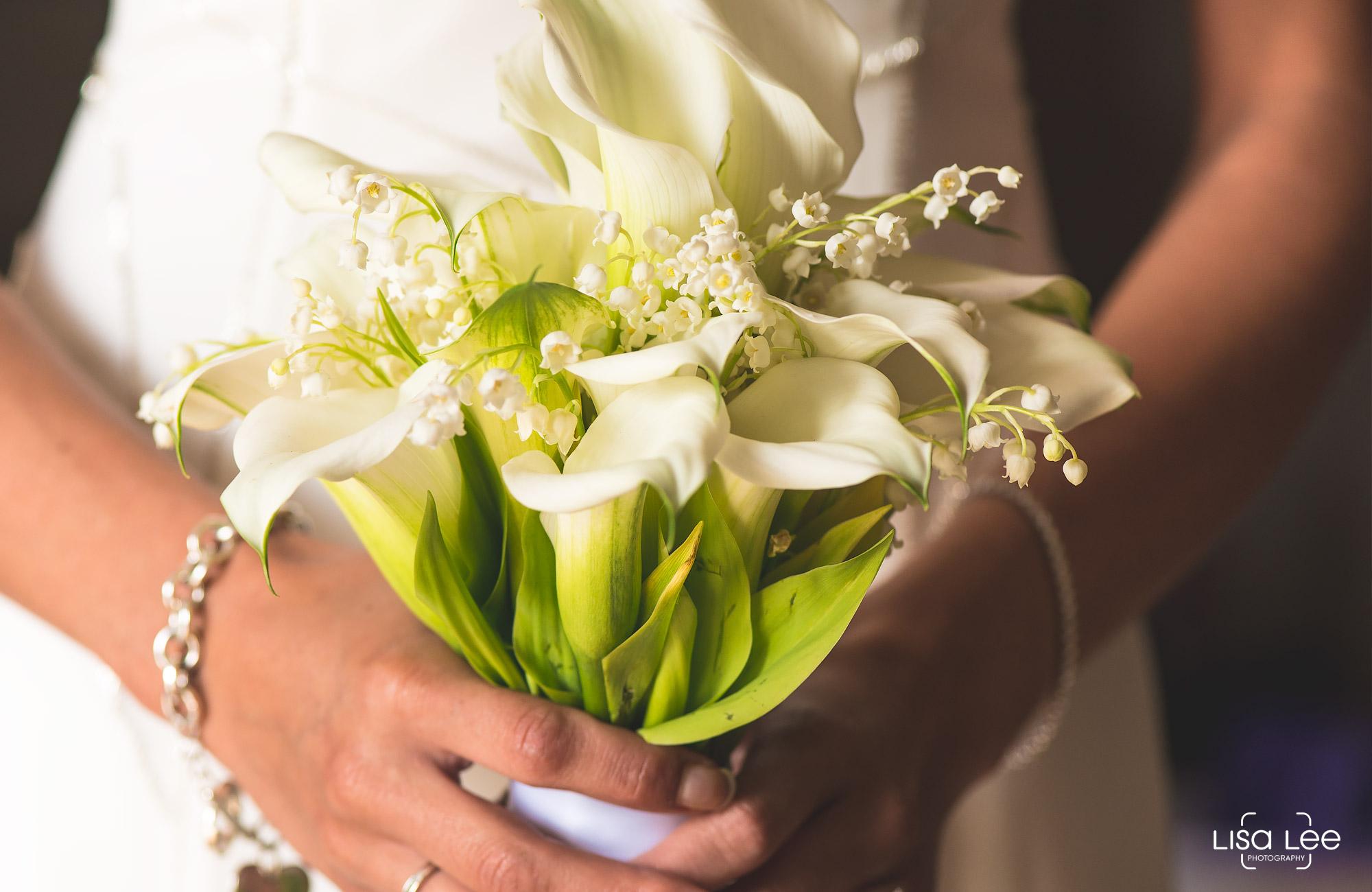 lisa-lee-wedding-photography-christchurch-dorset-flowers.jpg