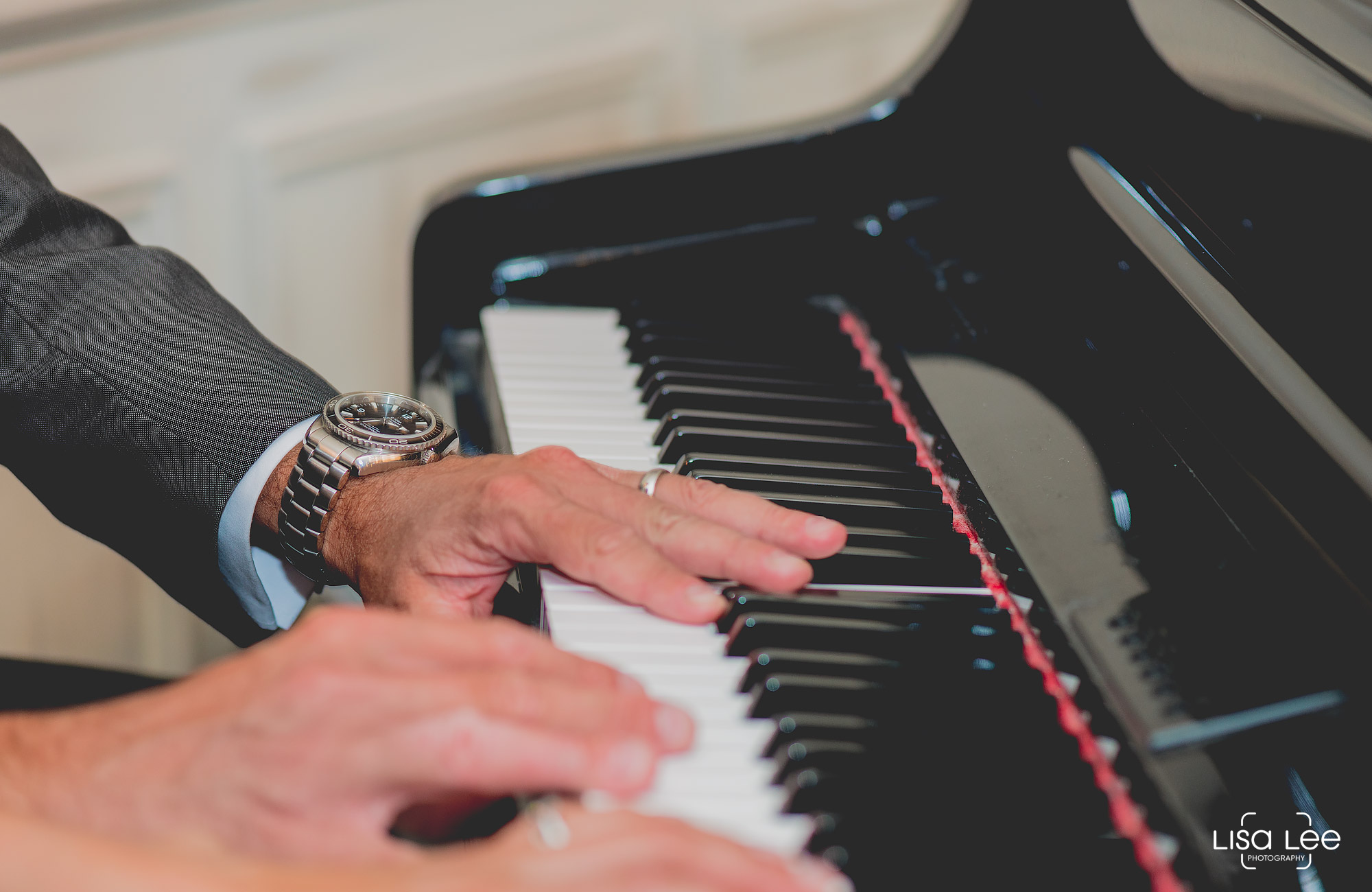 lisa-lee-wedding-photography-christchurch-dorset-pianohands.jpg