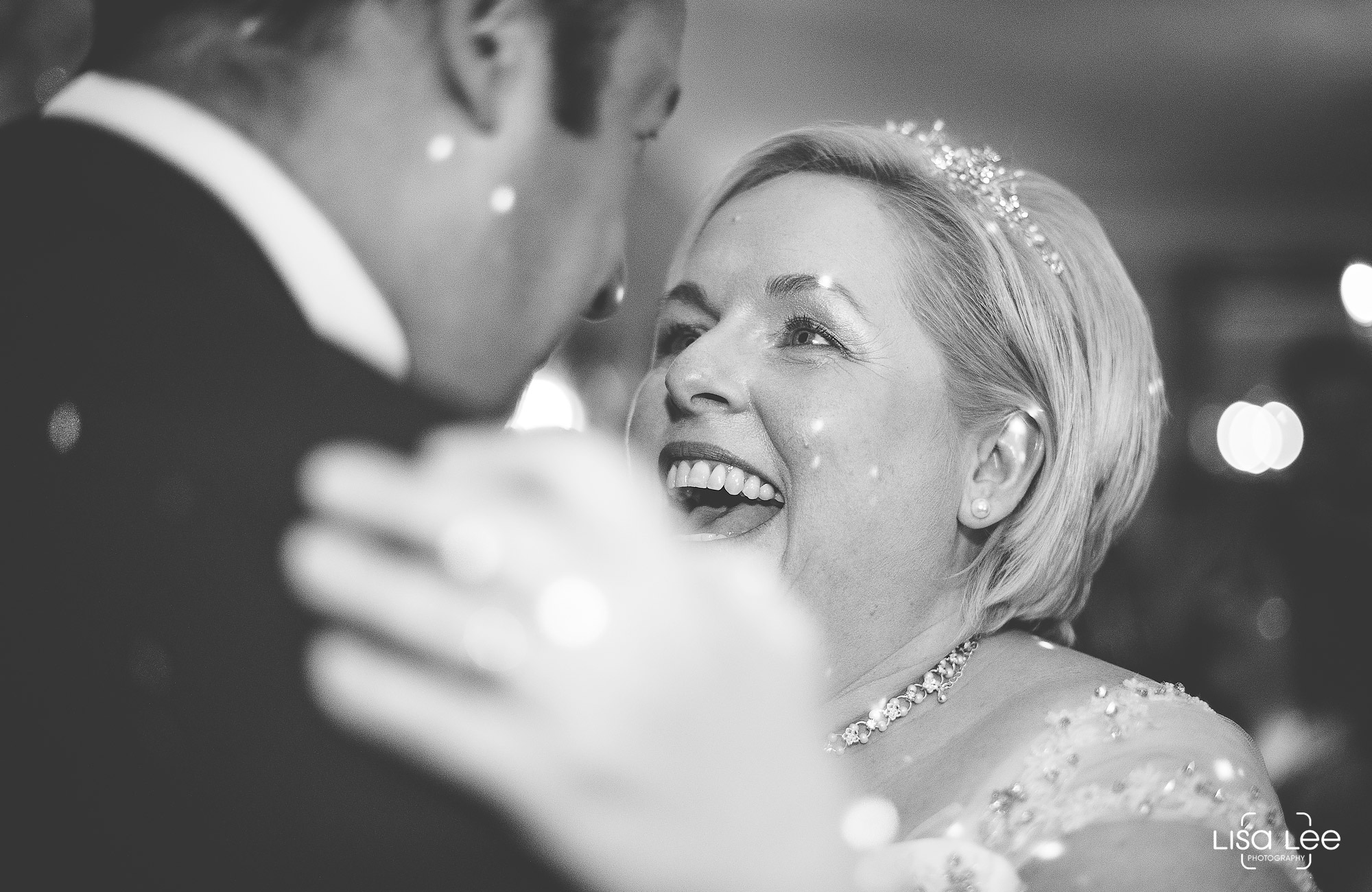 lisa-lee-wedding-photography-new-forest-dorset-dancing.jpg