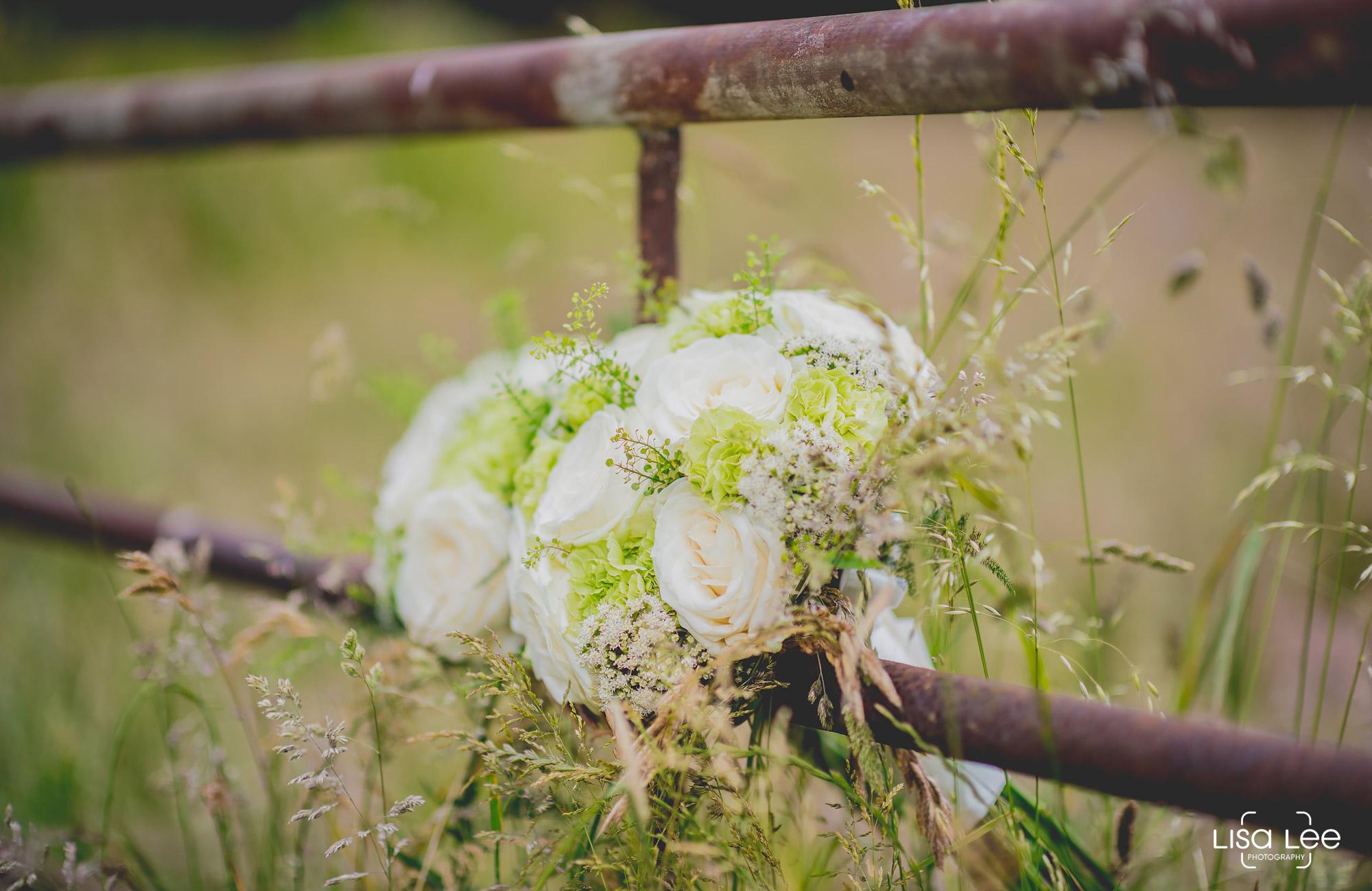 lisa-lee-wedding-photography-flowers.jpg