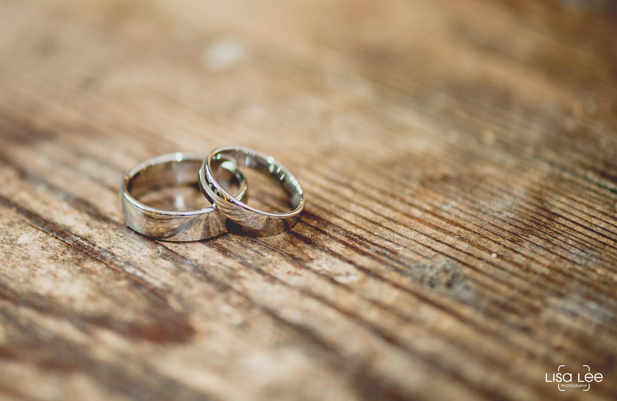 lisa-lee-wedding-photography-rings.jpg
