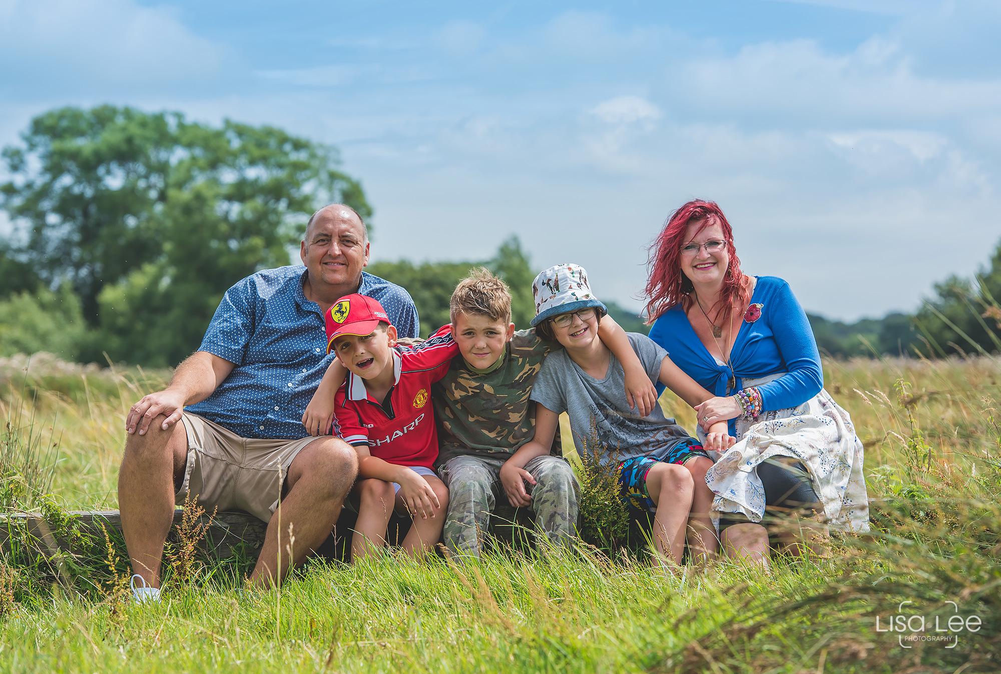 lisa-lee-photography-pateman-family-shoot-countryside-walk-2.jpg