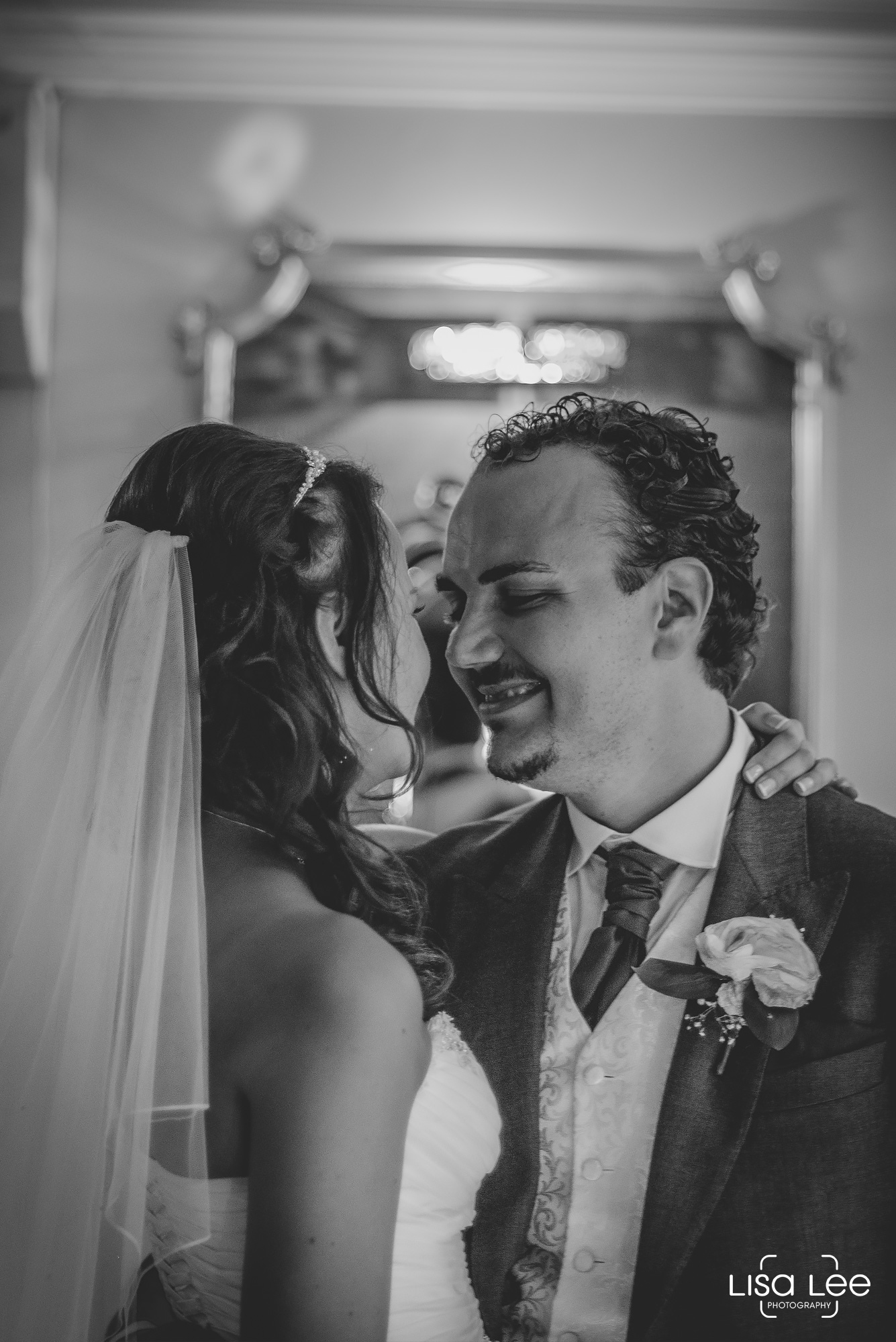 Lord-Bute-Hotel-Lisa-Lee-Documentary-Wedding-Photography-party-6.jpg