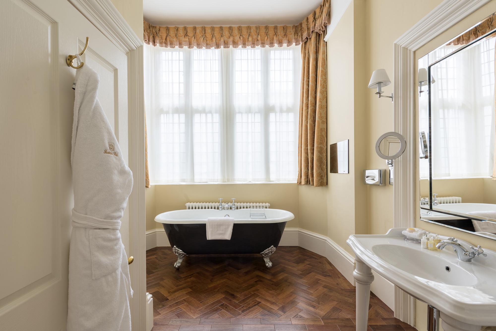 hotel-bathroom-roll-top.jpg